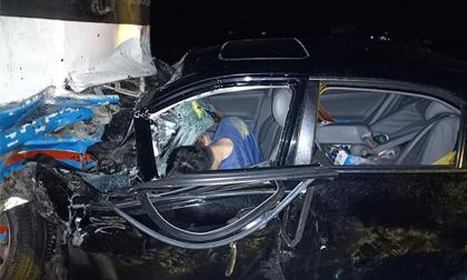 Tông thẳng vào xe khách chở 40 công nhân, Chủ tịch UBND huyện nguy kịch