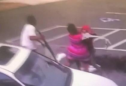 Mải đánh nhau, người mẹ 26 tuổi ném đứa con 3 tháng tuổi tử vong