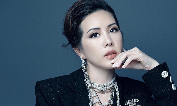 Hoa hậu Thu Hoài vẫn đầy trẻ trung, quyến rũ với hình tượng quý cô sang chảnh