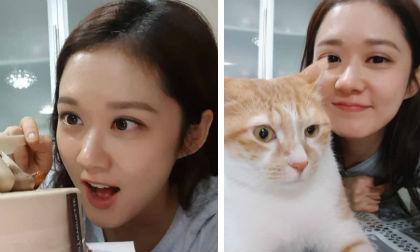 U40 rồi mà khi trở về nhà Jang Nara vẫn là nàng công chúa nhỏ bé được cưng chiều nhất