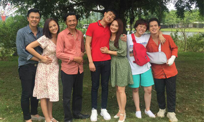 Kết thúc 'Về nhà đi con' ngoại truyện, NSND Trung Anh và dàn diễn viên nói gì?
