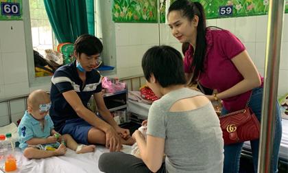 Doanh nhân Nguyễn Phúc Minh Hạnh trao tặng 1000 phần quà cho các bé tại bệnh viện Nhi Đồng 2