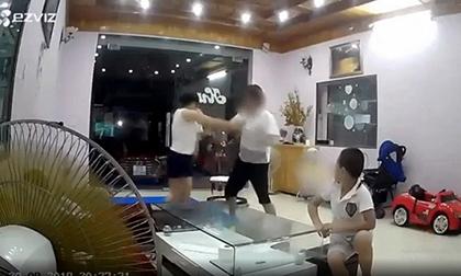 Chồng thẳng tay tát vợ tới tấp trước mặt 2 con nhỏ khiến nhiều người phẫn nộ