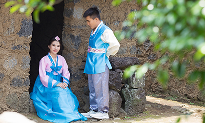 Em gái 9X của Hoa hậu Ngọc Diễm chụp ảnh cưới cùng chồng ở Hàn Quốc