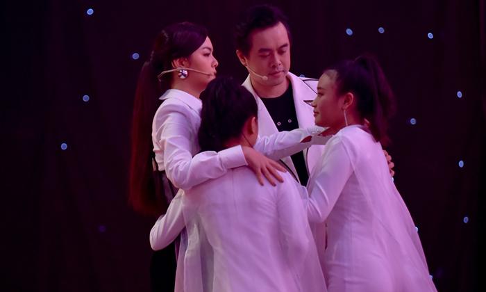 Giọng hát Việt nhí 2019: Phạm Quỳnh Anh - Dương Khắc Linh khóc nức nở khi bấm cứu học trò trong hậu trường