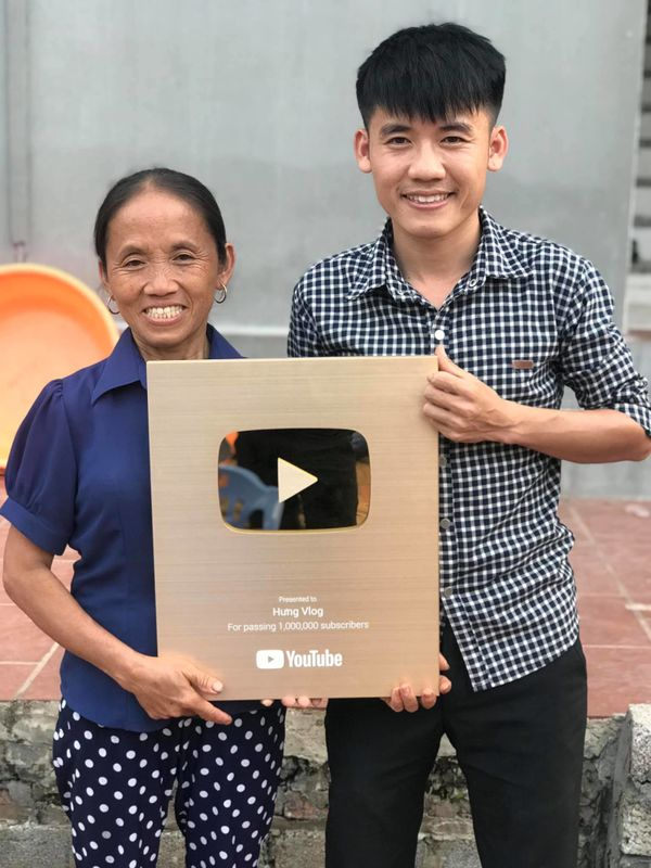 Bà Tân Vlog có thể kiếm 400 triệu/tháng, hai con trai cũng là Youtuber thì sao? - 2