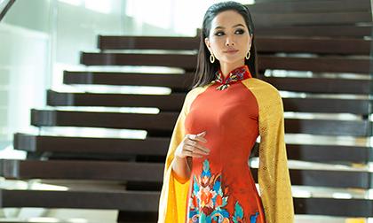Hoa hậu H'Hen Niê diện áo dài xuất hiện rạng rỡ tại Thái Lan