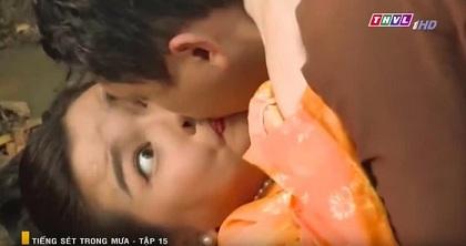 Nhìn Hứa Minh Đạt khoá môi Cao Thái Hà, fan đồng loạt réo tên Lâm Vỹ Dạ