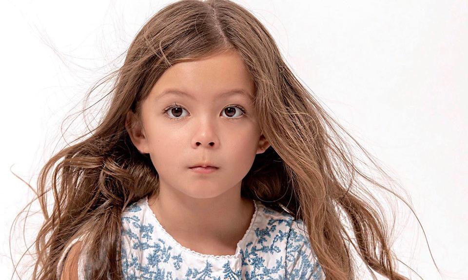 Con gái diva Hồng Nhung đã sở hữu nhan sắc 'thiên thần lai' hút mắt dù mới 7 tuổi