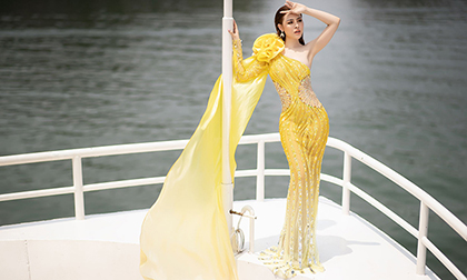 Á hậu Thư Dung diện váy xuyên thấu khoe đường cong trên du thuyền 5 sao