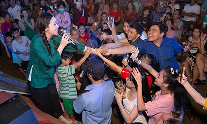 'Thị Bình' Nhật Kim Anh khiến 7000 fan 'vỡ trận' khi bất ngờ xuất hiện tại Sa Đéc