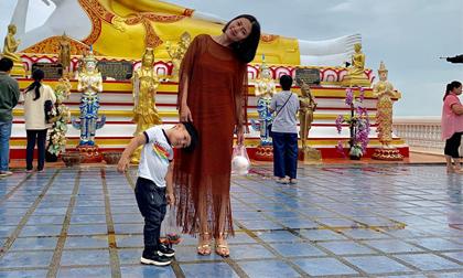 Ngọc Lan và con trai Louis 'đánh lẻ' du lịch Thái Lan