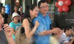 Video: Bắt gặp Hương Giang âu yếm bên chồng