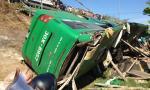 Xe khách Mai Linh lật ngửa, 3 người chết, 22 người bị thương
