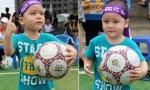 Fan nhí của Ngôi Sao FC 'đốn tim' hàng ngàn khán giả