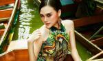 Cao Thùy Linh thả dáng đẹp kiêu sa giữa chợ nổi Thái Lan