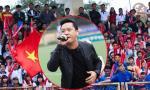 Tuấn Hưng 'cháy' hết mình mừng Cúp bóng đá sinh viên