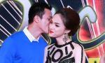 Hương Giang Idol bẽn lẽn khi được bạn trai hôn