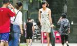 Nghị lực phi thường của cô gái một chân đi giày cao gót 20 cm