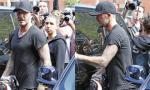 Beckham đi tập thể dục cũng bị hàng loạt paparazzi đeo bám