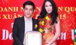 Vợ chồng Phi Thanh Vân ăn diện thanh lịch đi nhận giải thưởng