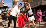 Sao nữ gốc Việt đưa hai con gái đi chơi cùng bồ trẻ kém 12 tuổi