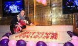 Nhật Tinh Anh hạnh phúc cùng fans tổ chức sinh nhật sớm