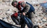 Lại một thi thể 'cậu bé di cư nằm trên bờ biển' khiến thế giới bàng hoàng