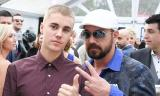 Justin Bieber lạnh lùng trong tiệc đính hôn của bố