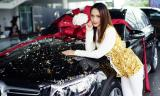 Hương Giang tậu xế hộp tiền tỉ sau 3 tháng đăng quang Hoa hậu chuyển giới Quốc tế