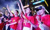 100 nghệ sĩ hát ở phố đi bộ Nguyễn Huệ cổ vũ đội tuyển Việt Nam