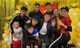 Trang Trần cùng các cầu thủ Quang Hải, Tiến Dũng, Đức Trinh... đi ăn mừng sau khi Việt Nam vô địch AFF Cup