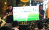 Hai thanh niên 'đau khổ nhất năm': Bê TV cả trận Việt Nam gặp Iraq