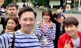 Mặc ồn ào với đạo diễn Đức Thịnh, Trấn Thành và Hari Won vui vẻ đi du lịch cùng hội bạn thân