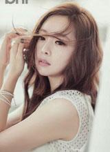 Ngắm vẻ đẹp quyến rũ của Hong Soo Ah trên tạp chí