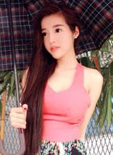 Elly Trần khoe vẻ đẹp kiêu kì khi tạo dáng với ô