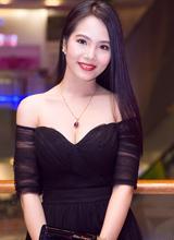Á hoàng Dương Kim Ánh khoe vai trần gợi cảm