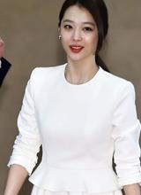 Sulli f(x) khoe vẻ đẹp tinh khôi với váy trắng tại sự kiện