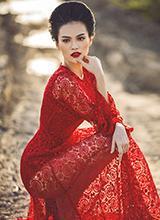 Cao Thùy Linh đẹp quyến rũ cùng sắc đỏ