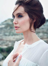Ngắm Angelina Jolie đẹp mong manh trên tạp chí