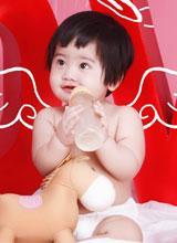 Vẻ ngoài cực yêu của bé gái được sinh theo phương pháp thụ tinh