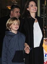 Con gái Jolie vẫn 'mê mẩn' thời trang nam