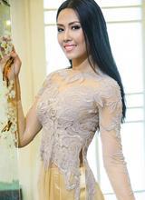 Nguyễn Thị Loan đẹp nền nã với áo dài của Võ Việt Chung