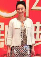 Châu Tấn quê mùa với váy áo 'đơ' như bao tải đính đá