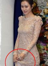 Son Ye Jin mất tự tin vì váy dài lượt thượt