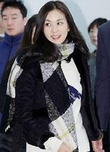Vợ Jang Dong Gun trẻ trung xinh tươi tại sự kiện