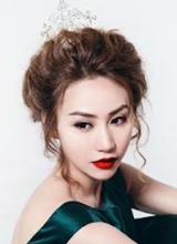 Ngân Khánh làm công chúa kiêu sa giữa mùa Noel