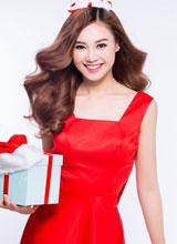 Ninh Dương Lan Ngọc - Hoàng Ny 'đỏ rực' đón Giáng sinh