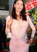 Hà Kiều Anh dịu dàng với gam màu pastel tại sự kiện