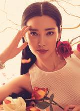 Lý Băng Băng 'đọ' vẻ diễm lệ, kiêu kỳ với hoa hồng
